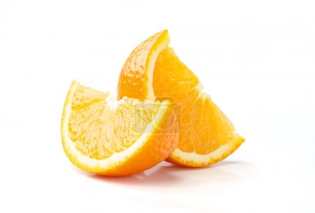 Photo pour Deux tranches d'orange isolé sur fond blanc - image libre de droit