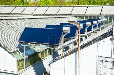 Foto de Paneles solares en el techo - Imagen libre de derechos