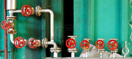 Photo pour Système de régulation de pression avec les tuyaux et vannes - image libre de droit