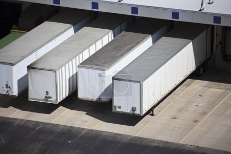 Loading docks and the trailers
