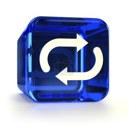 Photo pour Icône ordinateur de synchronisation en verre bleu. Partie d'un jeu d'icônes . - image libre de droit