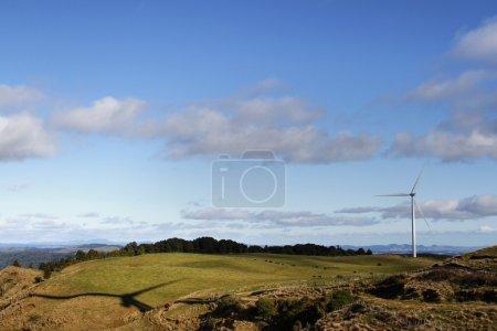 Photo pour Éolienne sur le parc éolien - image libre de droit