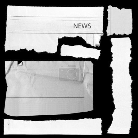 Photo pour Morceaux de papier déchiré sur fond noir. espace copie - image libre de droit