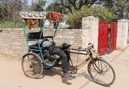Photo pour Indien riksha.the moins cher et plus simple transport en commun qui donnent de mauvais travail - image libre de droit
