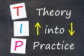 Tip zkratka pro teorii do praxe napsaný na tabuli