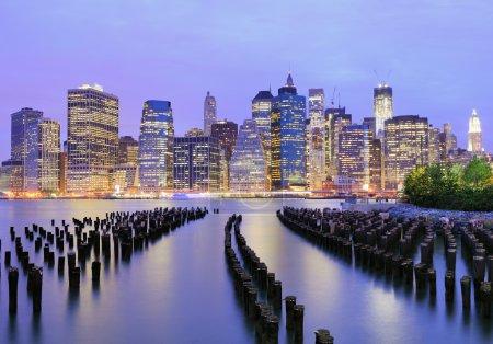 Photo pour Lower Manhattan la nuit à New York - image libre de droit