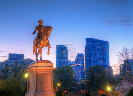 Photo pour Statue équestre George Washington au Public Garden à Boston, Massachusetts . - image libre de droit