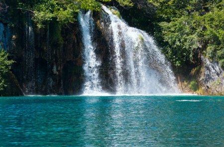 Wasserfall und Meer-grünen See im Nationalpark Plitvicer Seen (cr