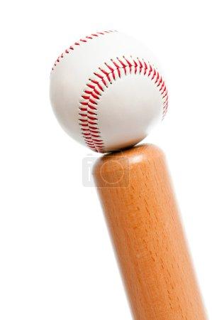 Photo pour Balle et batte de baseball isolée sur fond blanc - image libre de droit