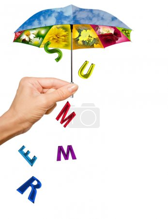 Photo pour Fond de l'été avec la main, le parapluie de l'été et lettres - image libre de droit