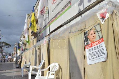 Photo pour Les condamné Ioulia Timochenko partisans soutiennent l'ancien premier ministre d'ukraine. Kiev, khreshchatyk, juin 2012. - image libre de droit