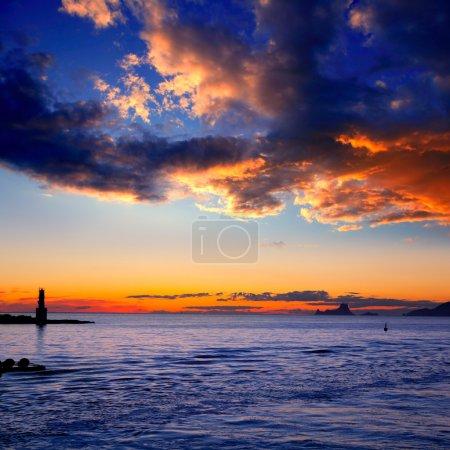 Photo pour Coucher du soleil de l'île d'Ibiza de phare de es vedra et la savina à formentera - image libre de droit