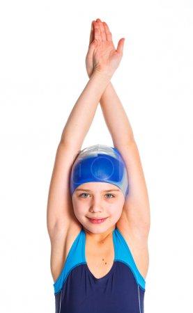 Photo pour Portrait d'une jeune fille en lunettes et une casquette de natation. isolé sur fond blanc - image libre de droit