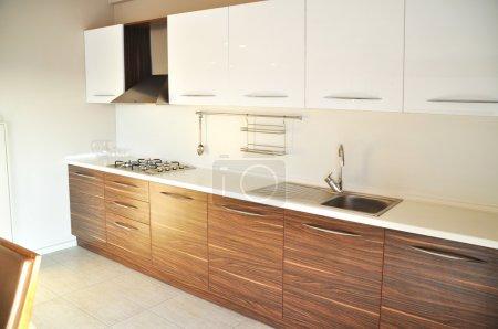 Photo pour Il s'agit d'une cuisine moderne et beau - image libre de droit
