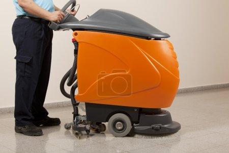 Cleaning machine