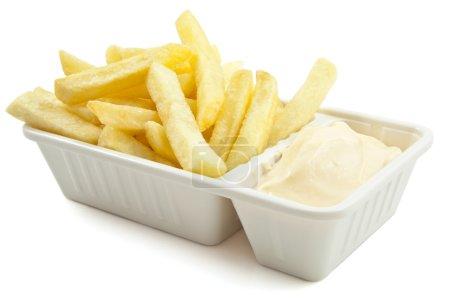 Photo pour Frites à la mayonnaise sur fond blanc - image libre de droit
