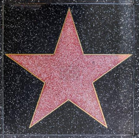Photo pour Hollywood - 26 juin : vide étoile sur hollywood allée des célébrités sur 26 juin 2012 à hollywood, Californie. Cette étoile est située sur le boulevard de hollywood et est l'une des étoiles de célébrité de 2400. - image libre de droit