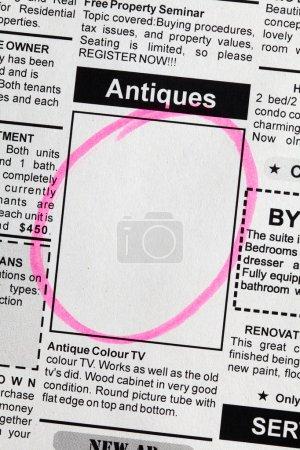 Photo pour Fausses annonces classées, Journal, concept de vente d'antiquités. - image libre de droit