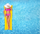 žena relaxační bazén