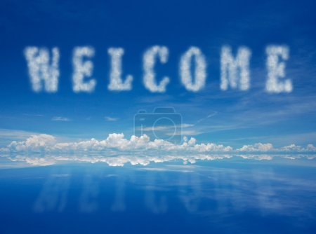 Photo pour Mot de bienvenue de nuages avec rective bleu ciel. - image libre de droit