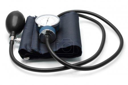 Photo pour Sphygmomanomètre médical sur fond blanc - image libre de droit