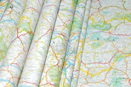 Photo pour Diverses cartes routières colorées pliées - image libre de droit