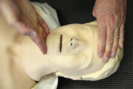 Resuscitation training on dummy