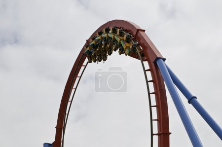 Photo pour Dragon Khan est une attraction à Port Aventura en Catalogne Espagne Salou Tarragone - image libre de droit