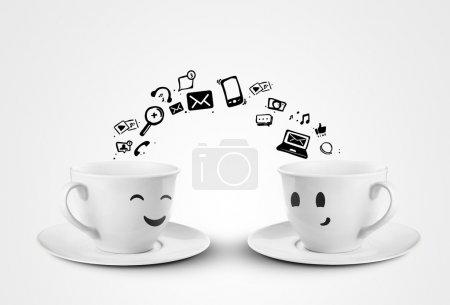 Photo pour Happy Cups concept de médias sociaux. isolé - image libre de droit