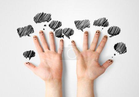 Photo pour Heureux les doigts communiquent avec bulles - image libre de droit