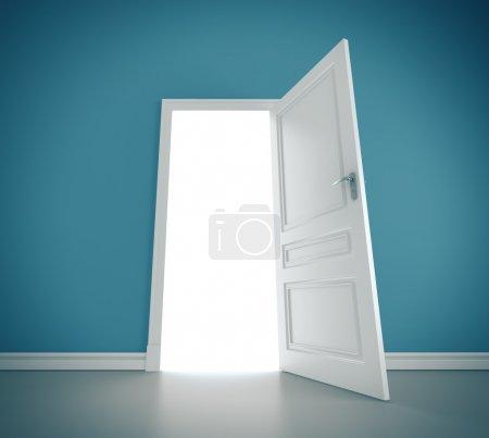 Photo pour Trois portes ouvertes dans la Chambre bleue - image libre de droit