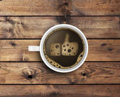 Káva s pěnou v jako forma
