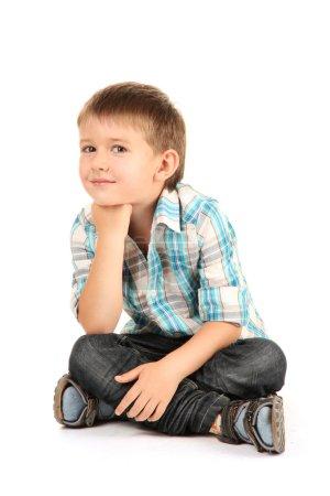 Foto de Niño gracioso con auriculares aislados en blanco - Imagen libre de derechos