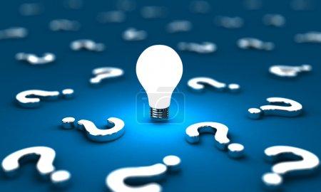 Foto de Muchas preguntas con una bombilla sobre un fondo azul - Imagen libre de derechos