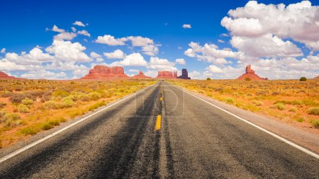 Photo pour Chemin de monument valley - image libre de droit