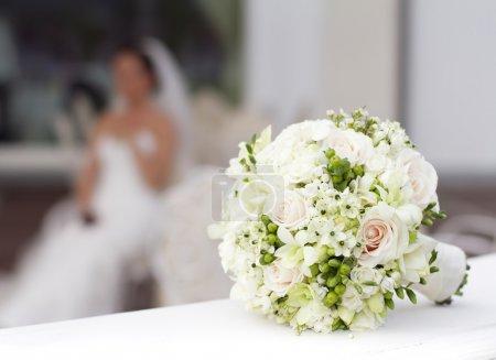 bouquet de mariée dans le panier