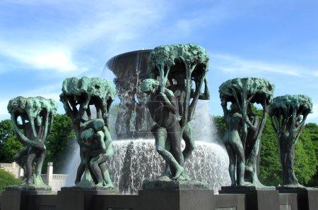 Photo pour Fontaine dans le parc de sculptures de Gustav Vigeland à Oslo en Norvège - image libre de droit