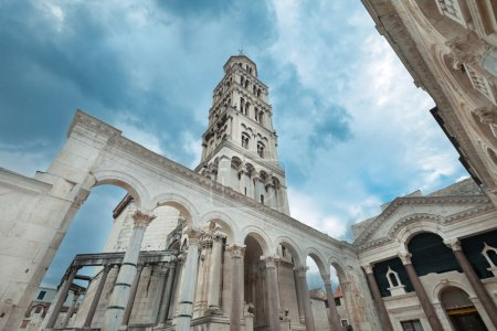 Photo pour Le clocher du palais dioclétien à Split, Croatie . - image libre de droit