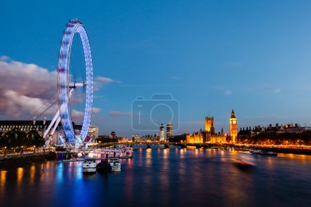 Photo pour London eye, le pont de westminster et big ben à la soirée, Londres, Royaume Uni - image libre de droit