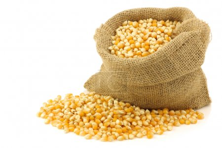 Gelbes Maiskorn in einem Klecks-Beutel
