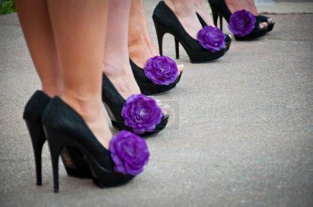 Photo pour Fête de mariée demoiselles d'honneur chaussures - image libre de droit