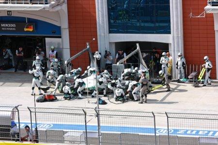Команда Mercedes на питстоп