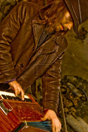 The old organ-grinder