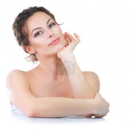 Photo pour Belle jeune femme touchant son visage, soins de la peau - image libre de droit