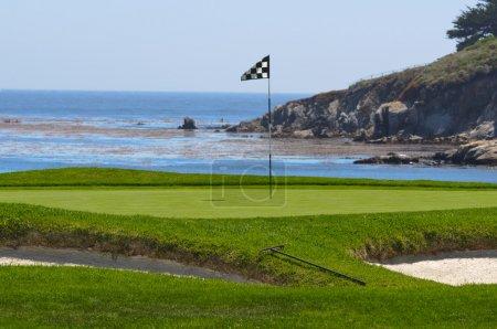 Photo pour Terrain de golf sur l'océan - image libre de droit