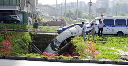 voiture est tombé dans la tranchée