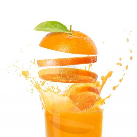 Photo pour Jus d'orange et des fruits orange - image libre de droit