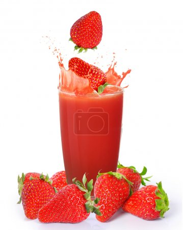 Photo pour Jus de fraise isolé sur fond blanc - image libre de droit
