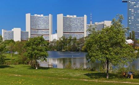 Photo pour L'office des nations Unies à Vienne (ONUV) avec plusieurs différentes agences de l'ONU, est l'un des quatre grandes Nations Unies Bureau sites dans le monde. - image libre de droit