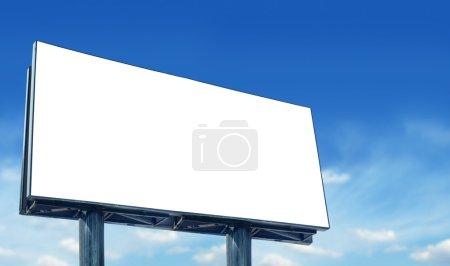 Photo pour Anglo-saxon blanc contre le ciel bleu, Billboard plus visitez notre portfolio - image libre de droit